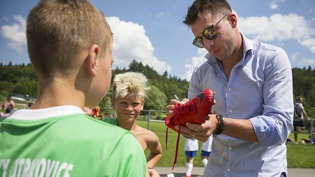 Sportovní ředitel fotbalistů Fastavu Zlín Zdeněk Grygera (na snímku vpravo) v úterý navštívil Vršavu, kde se uskutečnilo krajské finále McDonald's Cupu.