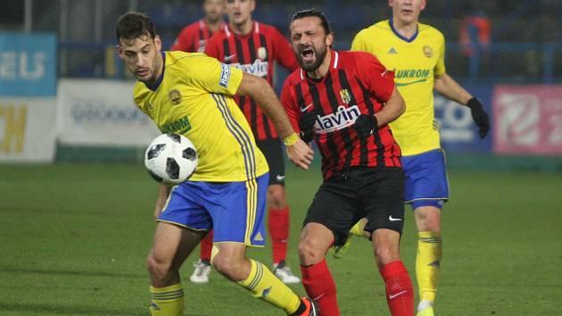 Pablo Podio (ve žlutém)