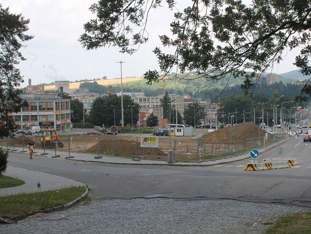 Úpravou Gahurova prospektu má vzniknout v centru města odpočinková zóna s chodníky a lavičkami.