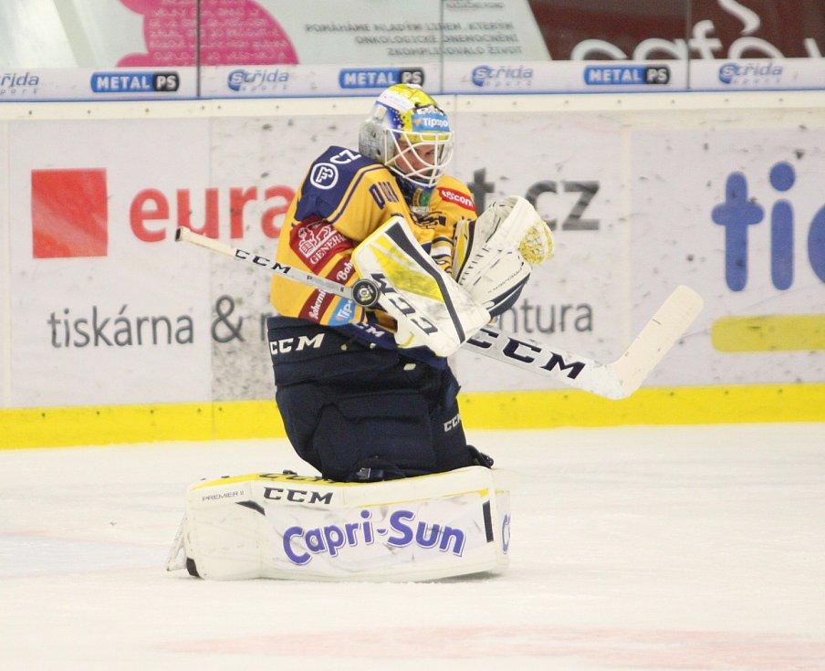 Extraligoví hokejisté PSG Berani Zlín (ve žlutém) v úterní předehrávce 11. kola podlehli pražské Spartě.  Na snímku Huf