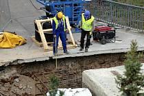 Oprava lávky přes řeku Moravu. Ilustrační foto