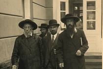 V Muzeu luhačovického Zálesí bude ve čtvrtek 28. 11. zahájena výstava Luhačovice a Židé, která zpracovává téma historie židovských obyvatel Luhačovic a návštěvníků luhačovických lázní židovského vyznání v průběhu staletí.