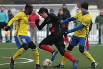 Fotbalisté Zlína (ve žlutých dresech) v dalším přípravném zápase zdolali druholigovou Opavu 2:0. Druhý sobotní duel Fastavu a Slezského FC skončil remízou 3:3.