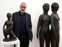 Výstava ke stému výročí narození sochaře Rudolfa Uhera v kovárně Viva ve Zlíně. Na snímku syn Michal Uher.