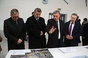 Přemiér v demisi Andrej Babiš zavítal v pondělí 5. března 2018 během návštěvy zlínského kraje do Vsetína. Na programu byla i prohlídka vsetínského nádraží, které čeká rozsáhlá rekonstrukce.