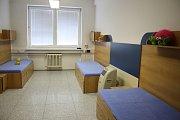 Místnosti pro odpočinek hasičů. Při 24 hodinových směnách musí hasiči i odpočívat. Na stanici ve Zlíně mají vybavené ložnice, kde nechybí ani připomínka na jejich děti - plyšáci.