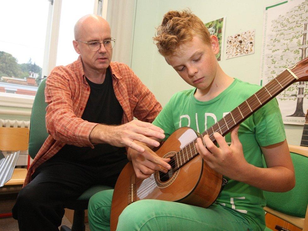 LŠU Zlín. Obor kytara. Učitel Robert Buchberger.