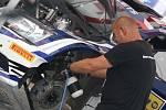 Po první sekci I. etapy Barum Czech Rally Zlín se závodníci přesunuli do Otrokovic do servisu.