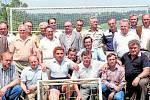 FOTBALISTÉ. Setkání u příležitosti padesáti let kopané. Nejprve byl Sokol, pak TJ Sokol, nyní Sportovní klub. Tak se měnil název spolku sportovců v čase dějin.
