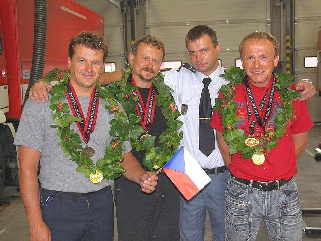 Slavnostní přivítání úspěšných hasičských reprezentantů ve Zlíně.