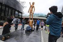 57. ZLÍN FILM FESTIVAL 2017 - Mezinárodní festival pro děti a mládežInstalace sochy Zlatý střevíček před kongresové centrum ve Zlíně