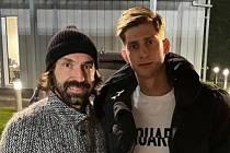 Fotbalista Roman Macek (vpravo) a bývalý záložník Juventusu či AC Milán Andrea Pirlo