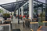 Otevřené zahrádky ve Zlíně zely kvůli špatnému počasí prázdnotou - 17. 5. 2021