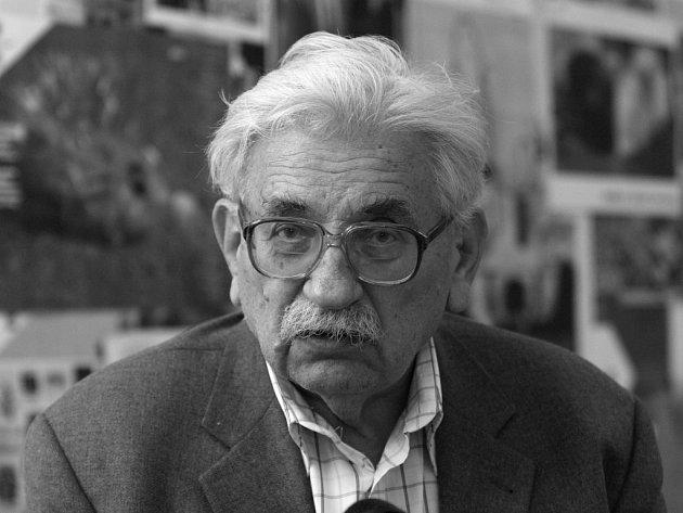 Spisovatele Ludvíka Vaculíka pochovají na Valašsku