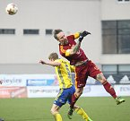 Fotbalisté Fastavu Zlín (ve žlutém) proti Dukle Praha