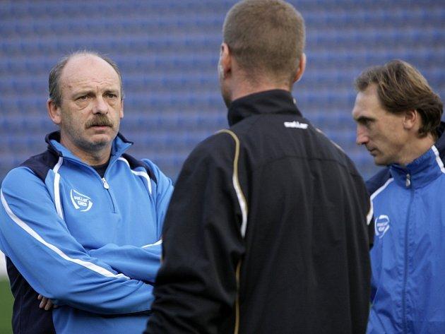 Nový kouč fotbalové Tescomy Zlín Stanislav Levý (na snímku vlevo)