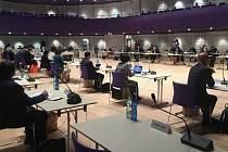 Zastupitelstvo Zlínského kraje zasedalo kvůli koronavirovým opatřením v prostoru budovy Kongresového centra ve Zlíně. 4. května 2020