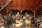 Kapela Fleret slavila na Zádveřické rockové noci 30. výročí.