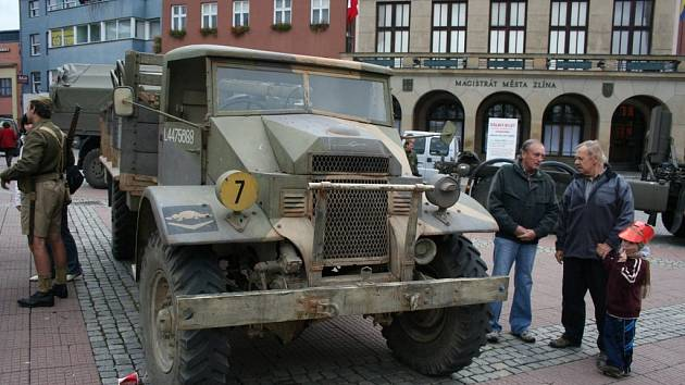 Armáda se předvedla na zlínském náměstí