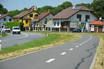 Nevelká víska ležící v údolí Vizovské vrchoviny má výhodnou geografickou polohu. Hřivínův Újezd 16. června 2021. Na snímku příjezd do vsi s velmi ceněnou cyklostezkou.