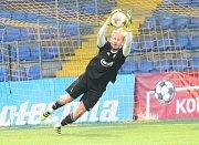 Fotbalisté Fastavu Zlín (ve žlutém) v pátečním přípravném zápase doma podlehli druholigovým Vítkovicím 0:1.