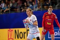 Česká kapitánka Iveta Luzumová (na snímku v bílém) skórovala proti Rumunsku pětkrát.