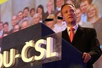 Cyril Svoboda je novým předsedou lidovců, rozhodl o tom mimořádný sjezd KDU-ČSL v sobotu 30. května. (Svoboda při svém kandidátském proslovu)