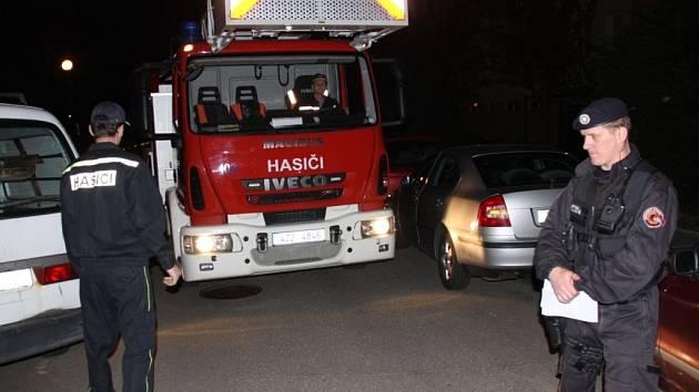 Projet Zlínem bývá někdy pro hasiče doslova zkouškou odvahy a trpělivosti. Někdy je totiž od zaparkovaných aut dělí doslova jen centimetry.
