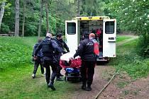 Nezletilý chlapec utrpěl při pádu poblíž Lesní čtvrti ve Zlíně mnohočetná poranění.