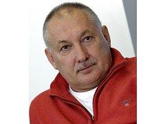 Zdeněk Nehoda (62) začínal s fotbalem v Hulíně, přes tehdejší Gottwaldov se dostal do Dukly Praha, kde strávil většinu své kariéry. V reprezentačním dresu nasbíral 90 startů a vstřelil 31 branek.