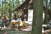 V polovině listopadu loňského roku z neznámé příčiny vyhořela myslivecká chata Hubertka. Na jejím místě chtějí Fryštáčtí letos postavit novou.