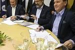 Podpis koaliční smlouvy pro zastupitelstvo Zlínského kraje na volební období 2016–2020 v Orlovně ve Zlíně.