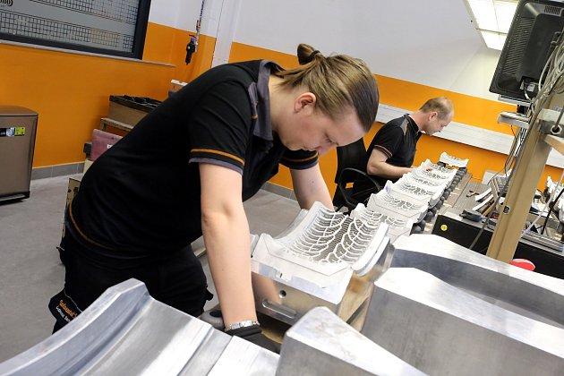 Slavnostní otevření nové přístavby výrobní haly Annex  v Continental Barum v Otrokovicích.Divize výroby forem.Dodbor kvality výroby segmentů forem Continental.