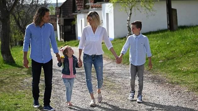 stolní tenistka Monika Vybíralová s rodinou