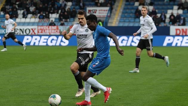 Fotbalisté Zlína (v bílých dresech) prohráli v 17. kole FORTUNA:LIGY na hřišti Slovanu Liberec 0:5. Na snímku Oscar a Petr Buchta.