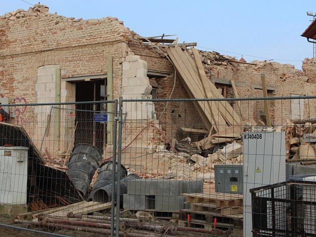Torzo domu v Sokolské ulicie ve Zlíně po demolici