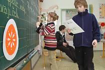 Když sedmáci učí žáčky prvních tříd aneb Den učitelů v malenovické základní škole.
