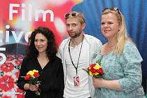 Ve Zlatém jablku se konala autogramiáda k nové pohádce Sedmero krkavců, zájemcům se podepisovali tři ústřední hrdinové: Martha Issová, Sabina Remundová a Lukáš Příkazký.