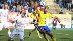 FC Fastav Zlín (ve žlutém) proti Slovácku
