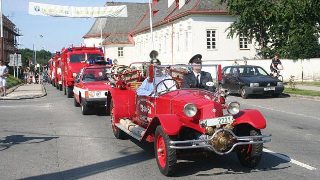 Luhačovická pouť byla letos ve znamení hasičských oslav.