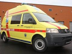 Sedm nových sanitních vozů pro zlínské zdravotnické záchranáře.