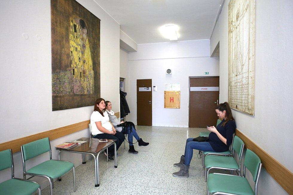 Gynekologico- porodnické oddělení Krajské nemocnice T. Baťi ve Zlíně.Čekárna