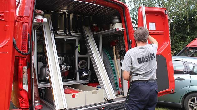 Dobrovolní hasiči z Klečůvky získali nové zásahové vozidlo.