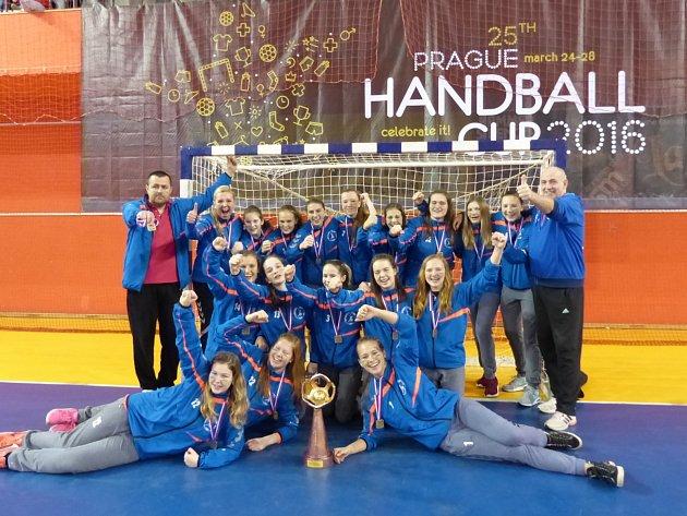 JSME NEJLEPŠÍ si mohly říci po posledním finálovém turnaji v Praze zlínské házenkářky, které na největším mezinárodním klání ovládly kategorii starších žaček.
