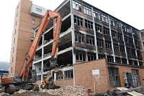 Demolice budovy č. 103 v bývalém továrním areálu Svit ve Zlíně.