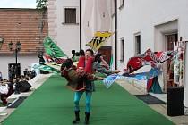 PRAPOREČNÍCI. Tanec italských praporečníků byl unikátním zpestřením několika minulých ročníků slavností Italské republiky na Slovácku. Letošní slavnosti nabídnou program všem věkovým kategoriím účastníků.
