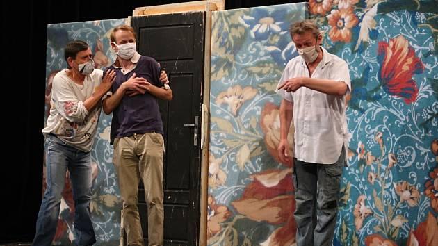 Premiéry hry Sluha dvou pánů se diváci dočkají v létě.