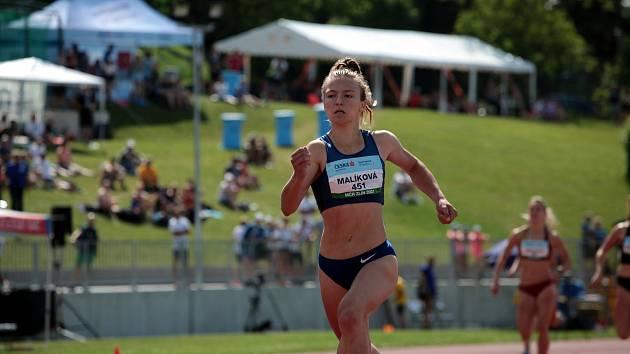 Barbora Malíková včera odpoledne na 400 metrech zaběhla skvělý čas 51,23. Limit stanovený Světovou atletikou pro olympijské hry byl 51,35.