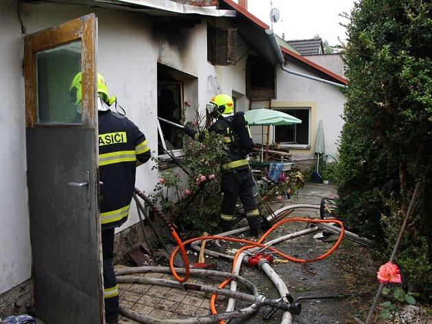 Zachránila při požáru rodinného domu svého psa.