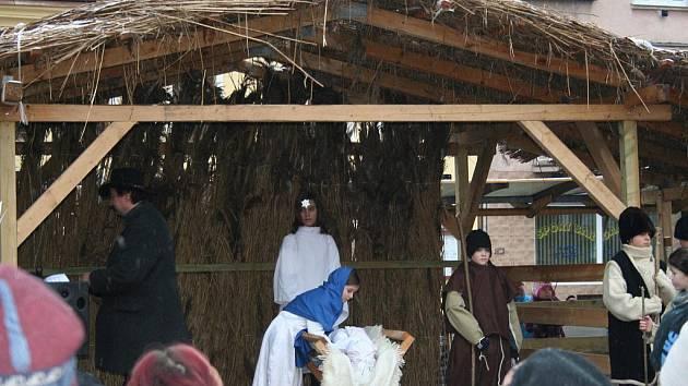 25. prosince na fryštáckém náměstí Míru již popáté ožil betlém. Dospělé protagonisty letos nahradily děti, které přítomným připravily jedinečný zážitek.